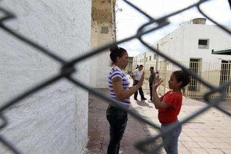Η Ανάχι ήταν 3 ετών όταν φυλακίστηκε η μητέρα της σε κάθειρξη 15 ετών..