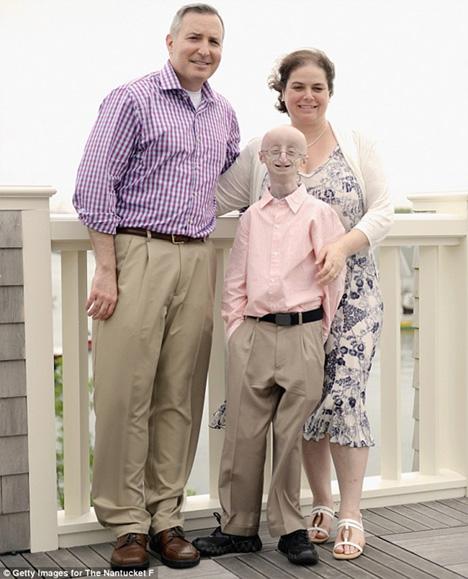 Ο Σαμ με τους γονείς του