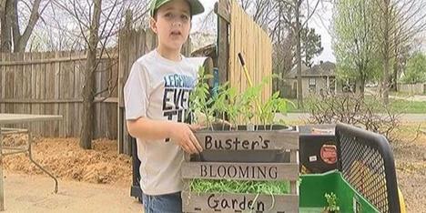 Εξάχρονος αγρότης μοιράζεται τη σοδειά του με τους γείτονες!