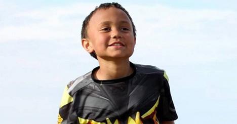 Αυτό το γενναίο αγόρι έχει όγκο στον εγκέφαλο… Αλλά αυτό που καταφέρνει – λίγοι ενήλικες θα μπορούσαν να το κάνουν!