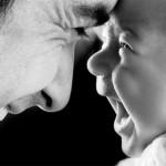 Ο πατέρας παίζει τελικά σημαντικότερο ρόλο από ό,τι πιστευόταν τόσο στη γλωσσική και γνωστική όσο και στην κοινωνική ανάπτυξη των παιδιών του