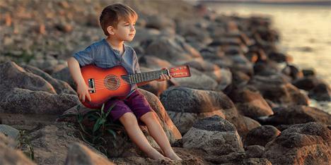Παγκόσμιος Οργανισμός Υγείας: «Πάρτε τα τάμπλετ από τα παιδιά και δώστε τους μουσικά όργανά»