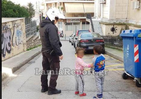 Λαμία: Μωρά έκοβαν βόλτες μόνα τους στην πόλη