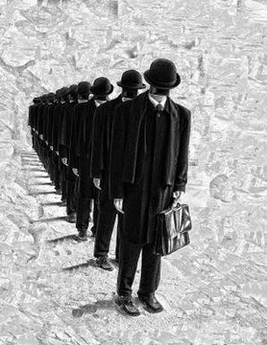 Είμαστε δάσκαλοι, παιδαγωγοί   κι όχι γραφειάδες και δούλοι…