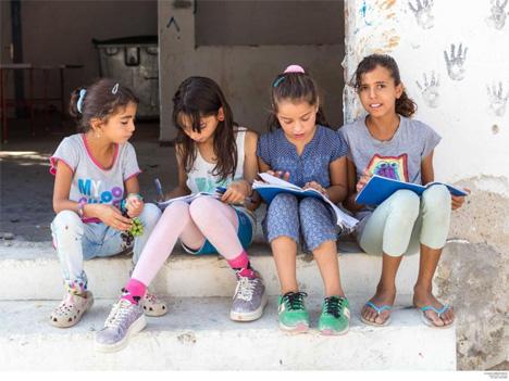 Δάσκαλοι από τα Εξάρχεια: Τα προσφυγόπουλα δεν είναι μόνο θλιβερές ανθρώπινες ιστορίες, είναι οι μαθητές μας