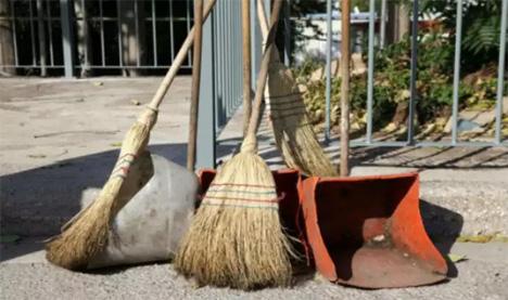 Πάνω από 9.000 σχολικές καθαρίστριες απλήρωτες από την αρχή του σχολικού έτους