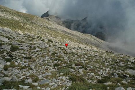 Το σημείο που βρέθηκε το 2005 η σορός του σε υψόμετρο 2.350 μέτρων. Φωτογραφία: liantinis.org... Διαβάστε όλο το άρθρο: http://www.mixanitouxronou.gr/i-exafanisi-tou-kathigiti-liantini-to-1998-fevgo-aftothelita-afanizome-orthios-stivaros-ke-perifanos-vrethike-nekros-epta-chronia-argotera-ston-taigeto-iche-krifti-se-mia-kilotita-tou/