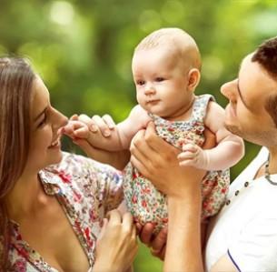 Σε ό,τι αφορά τη μέση ηλικία στην οποία μία γυναίκα αποκτά παιδί, στην Ελλάδα, το Λουξεμβούργο, την Ιταλία και την Ισπανία είναι τα περίπου 30 χρόνια. Φωτο: SHUTTERSTOCK