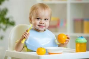 Από μικροί στα (χημικά) βάσανα. Επικίνδυνες για πλήθος συστημάτων του οργανισμού χημικές ουσίες όπως η δισφαινόλη Α ή το triclosan μπορεί να κρύβονται μέσα στα πλαστικά σκεύη που χρησιμοποιούν ακόμη και τα πολύ μικρά παιδιά