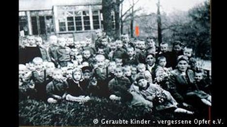 «Κλεμμένα παιδιά-Ξεχασμένα θύματα». Από το αρχείο φωτογραφιών του ομώνυμου συλλόγου