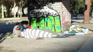 Άστεγοι στην πλατεία Κουμουνδούρου, φωτογραφία Κωνσταντίνος Τρουπάκης.