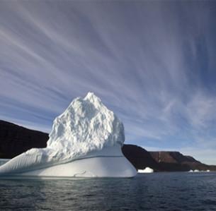 Στη Γροιλανδία το 40% των πάγων είχε αρχίσει να λιώνει από νωρίς τον Ιούνιο, ενώ συνήθως η τήξη σε αυτή την έκταση δεν συνέβαινε στο παρελθόν παρά τον Ιούλιο