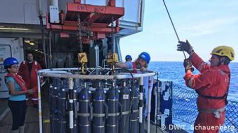 Το εργαλείο των μετρήσεων λίγο πριν βρεθεί στο βυθό της θάλασσας