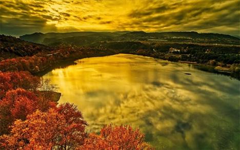 Στιγμιότυπο από την τεχνητή λίμνη Αγίας Βαρβάρας στη Βέροια.  - MotionTeam/ΒΕΡΒΕΡΙΔΗΣ ΒΑΣΙΛΗ
