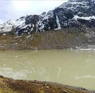 Μια από τις λίμνες των Άλπεων που έχει σχηματιστεί από το λιώσιμο των πάγων. Η λίμνη βρίσκεται στο Καντόνι της Βέρνης, το δεύτερο μεγαλύτερο Καντόνι της Ελβετίας. - Eawag