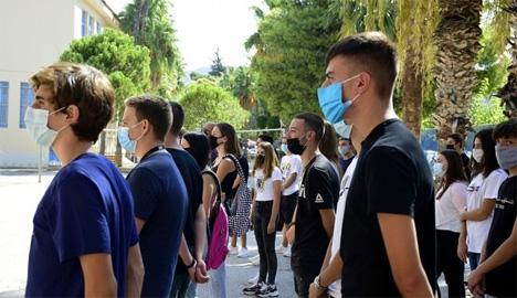 Μαθητές στην έναρξη της σχολικής χρονιάς  EUROKINISSI